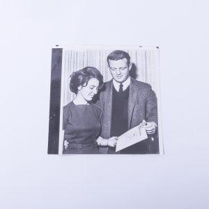 1961 Press Photo David P. Rusk showing his Phi Beta Kappa pin to Delcia Bence